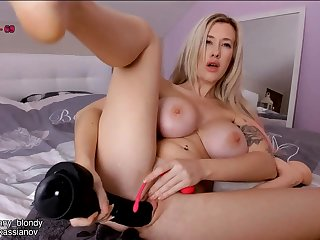 Busty big butt light-complexioned plays with kinky sex toys