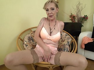 Mature beauteous granny Maris pounds her pussy in stockings