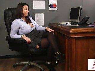 Office honey teaches lackey fucking partner to masturbate