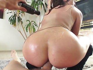 Slutty brunette adores anal cockriding on bring meatstick