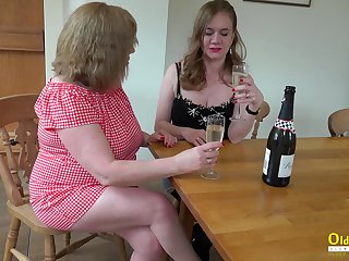 Two chubby housewives are ribbons bloated pussies and making out cucumber