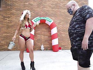 Hot pest slut Kelsi Monroe enjoys getting fucked balls deep