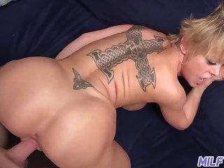 Dee Williams - Hot Body Mom With regard to Chunky Natural Tits With an increment of Aggravation