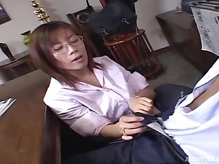 Quickie shacking up in the office about a cute Japanese secretary