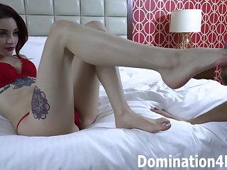 Foot worship with Dominatrix Loa Fae