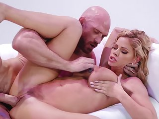 Chesty blonde Jessa Rhodes is drilled by seasoned stallion